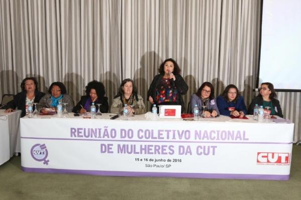 """Imagem de Coletivo de Mulheres cutistas: """"Democracia precisa do 'Volta Dilma' """""""