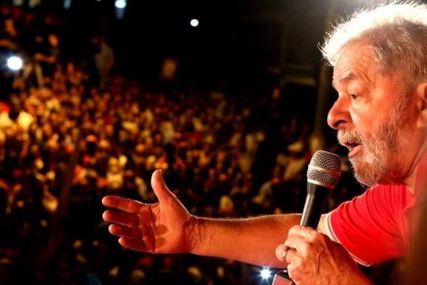 """Imagem de Lula: """"Crime é chegar ao poder sem eleição"""""""
