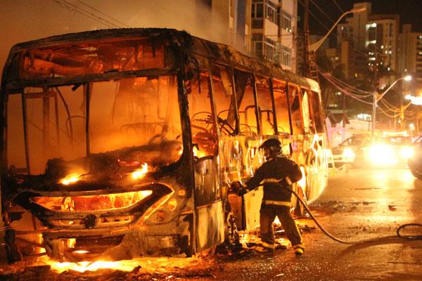 Imagem de Natal: Novos ataques fazem rodoviários suspenderem circulação pelo segundo dia