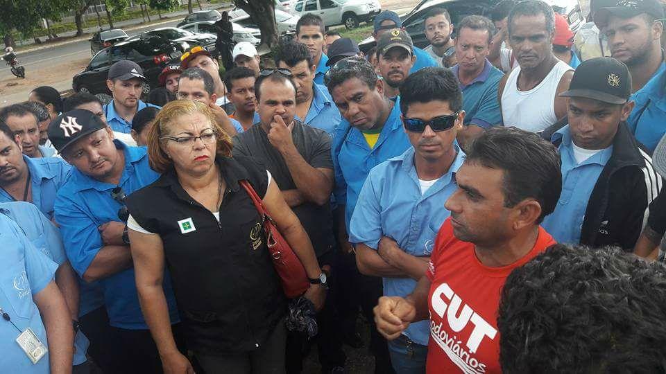 Imagem de Brasília:  Sem pagamento dos atrasados, rodoviários na Cootarde continuam em greve