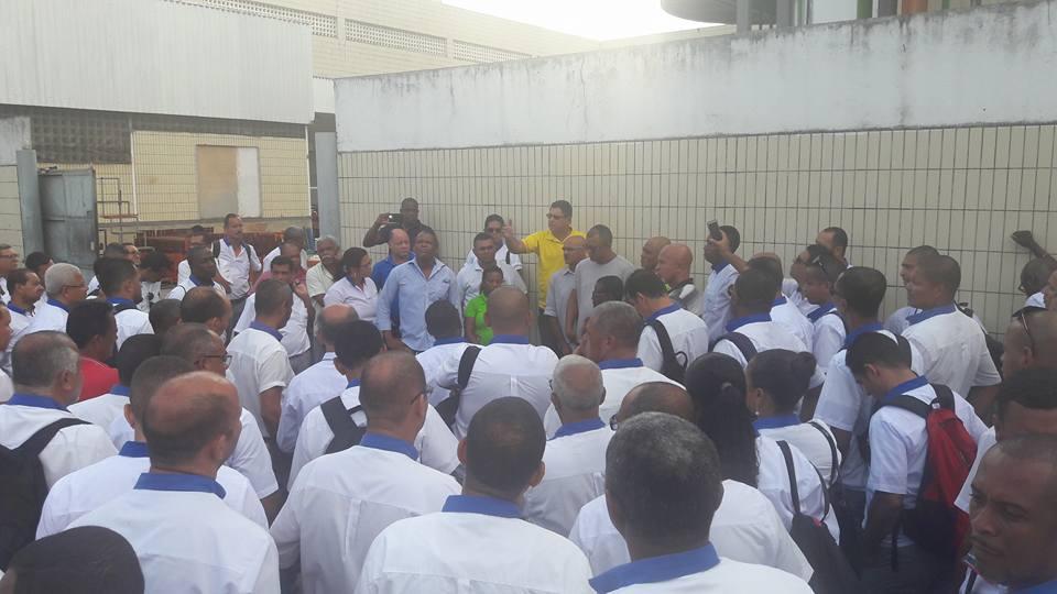 Imagem de Bahia: Rodoviários fazem protesto em frente às garagens