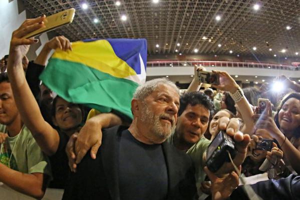 Imagem de CNT/MDA: Lula lidera corrida presidencial em todos os cenários