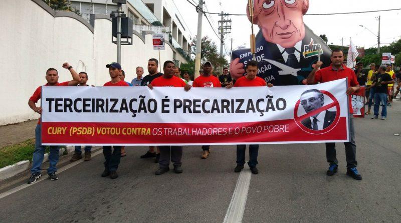 Imagem de Vale do Paraíba (SP): Condutores fazem protesto contra aprovação da terceirização geral