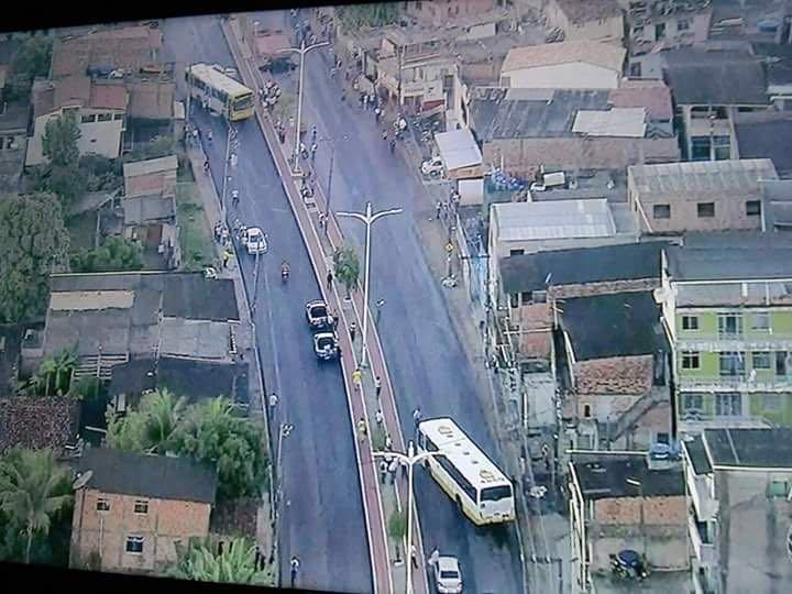 Imagem de #OcupatudoContraoGolpe Bahia: Rodoviários param Avenida Suburbana em Salvador