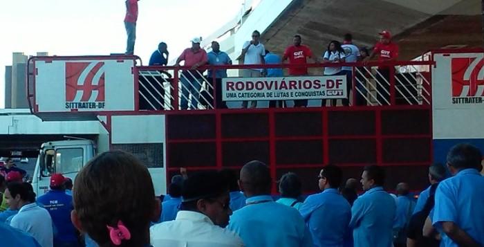 Imagem de Brasília: Rodoviários cruzam os braços em apoio à greve na TCB e cooperativas