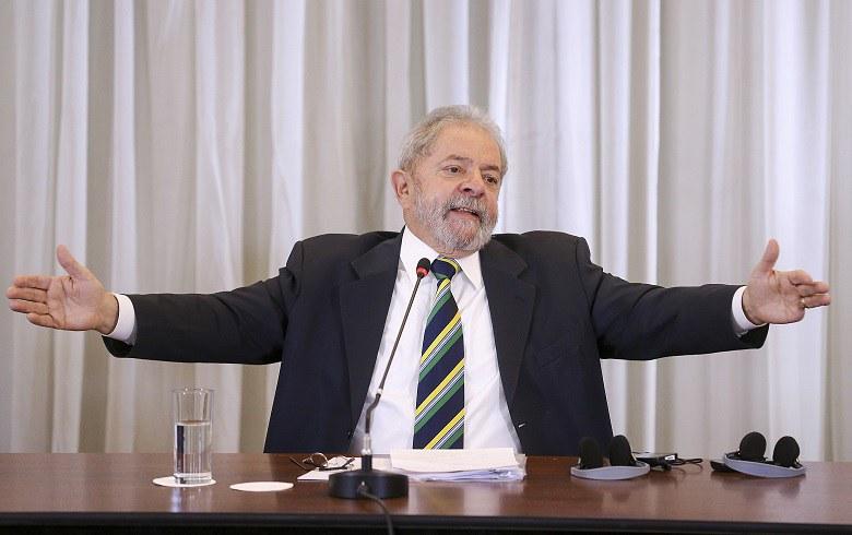 """Imagem de Lula diz à imprensa estrangeira: """"Impeachment é risco à democracia do Brasil"""""""