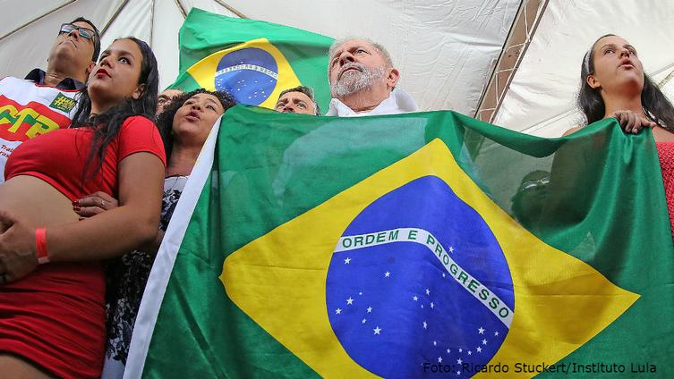 """Imagem de Lula """"Não podemos habituar esse país a viver de golpe em golpe"""""""