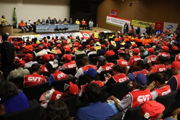 Imagem de Brasília: Trabalhadores lotam auditório da Câmara dos Deputados e reafirmam: