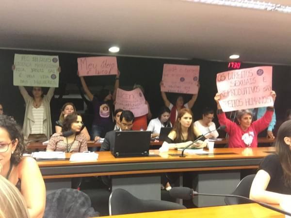 Imagem de  #PelaVidaDasMulheres: Sindicalistas, parlamentares e militantes fazem vigília contra PEC 181