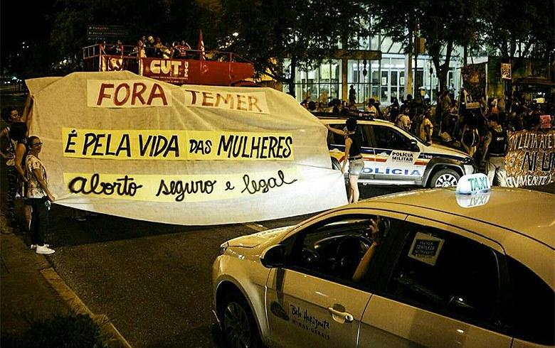Imagem de #TodasContra18 Mulheres fazem protesto contra criminalização em casos de estupro