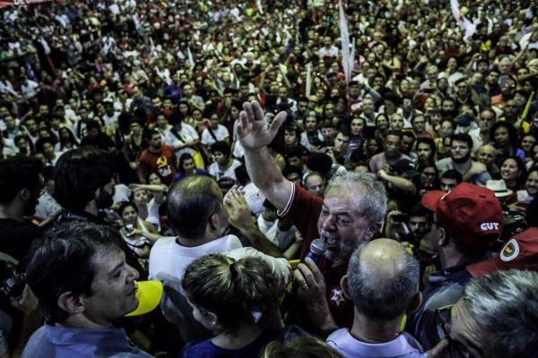 """Imagem de Lula: """"Para me derrotar vão ter de me enfrentar nas ruas"""""""