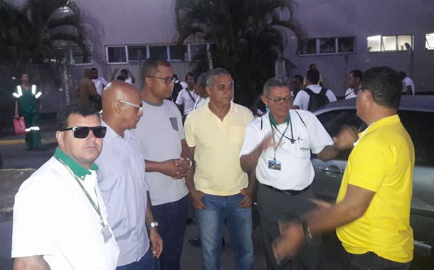 Imagem de Bahia: Após protesto nas garagens, rodoviários se reúnem com patrões