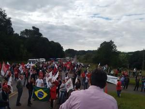 Imagem de #OcupaTudoContraoGolpe: Santa Catarina: Trabalhadores do Campo fecham rodovias contra o golpe