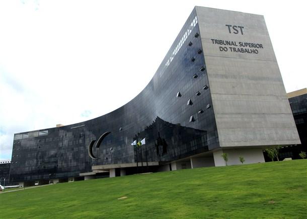 Imagem de Brasília: Aeroportuários e Infraero vão participar de primeira audiência de mediação no TST no fim do mês