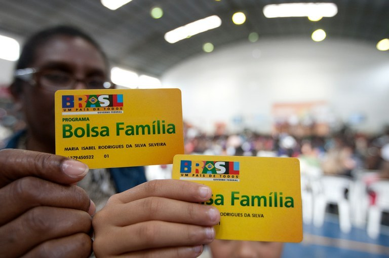 Imagem de Bolsonaro impede acesso dos mais pobres ao Bolsa Família e fila de espera chega a 1 milhão