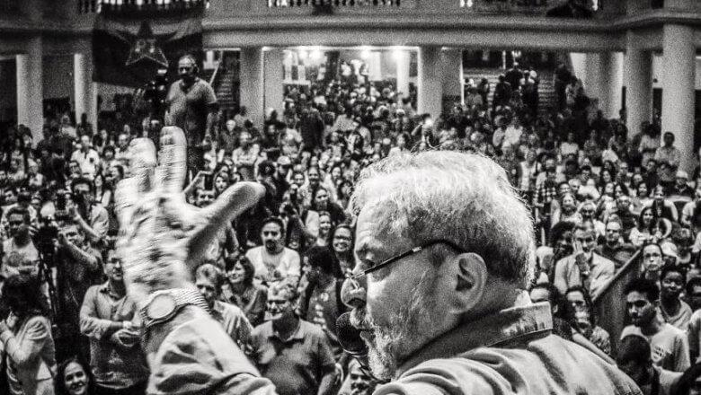 """Imagem de Lula: """"Sou só mais um que se levanta em defesa da democracia e contra a repressão da luta popular"""""""