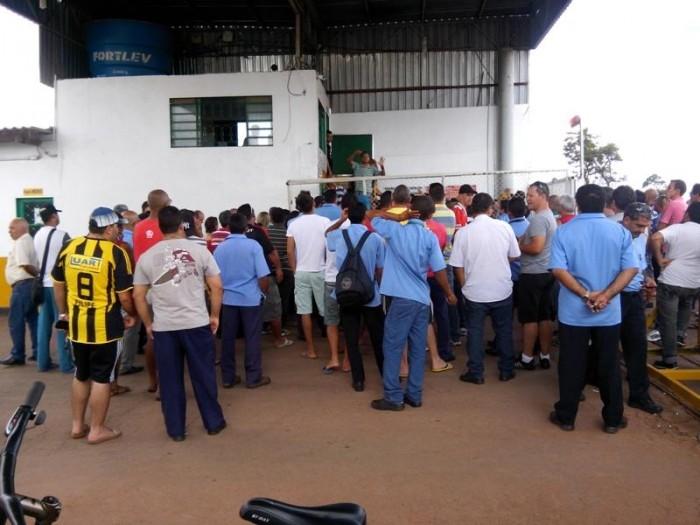 Imagem de Brasília: Sem salário há seis dias, rodoviários continuam em greve