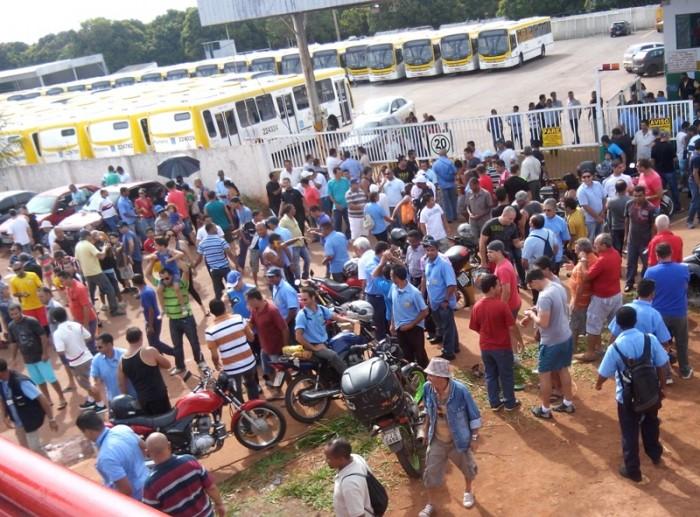Imagem de Brasília: Após pagamento de salário, rodoviários voltam a trabalhar