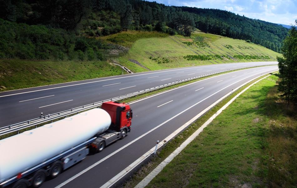 Imagem de Comissão aprova desconto em combustível para taxistas e caminhoneiros autônomos