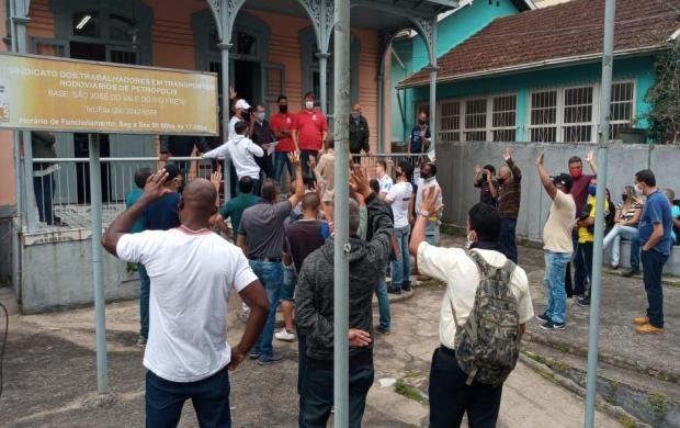 Imagem de Petrópolis: Empresas se comprometem a regularizar salários em negociação com o Sindicato dos Rodoviários