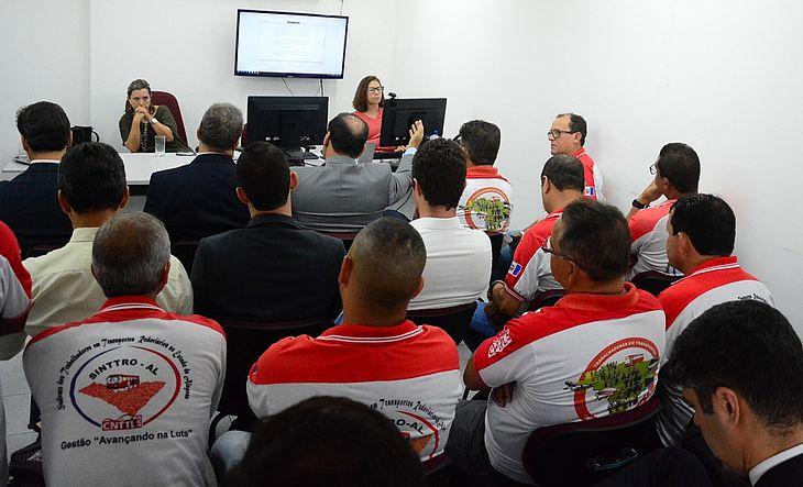 Imagem de Alagoas: Rodoviários aprovam proposta de reajuste salarial