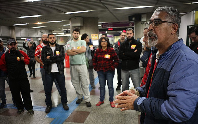 Imagem de São Paulo: Sindicato confecciona e distribui máscaras de pano para metroviários
