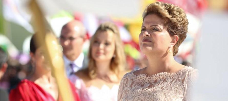 Imagem de Solidariedade: Entre xingamentos e assédio, jovem escreve carta de apoio à Dilma