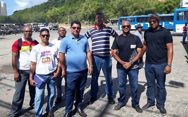 Imagem de Salvador: Sindicato dos Rodoviários auxilia trabalhadores após incêndio em 62 ônibus