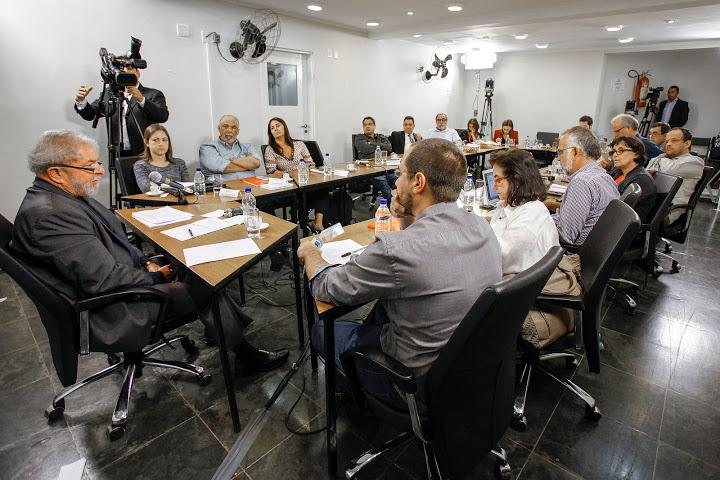 """Imagem de Lula: """"Não é hora de discutir crise, mas saídas para a crise"""""""