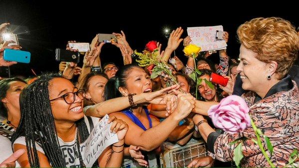 """Imagem de Dilma: 'Para nós mulheres, a democracia é o lado certo da história"""""""