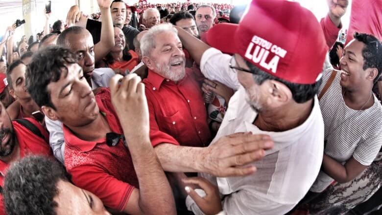 """Imagem de Lula: """"Eu não vou dizer que eu vou voltar. Eu vou dizer que nós vamos voltar"""""""