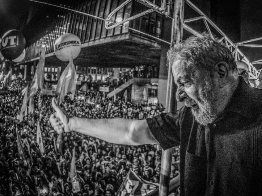 """Imagem de Lula: """"O povo só vai parar quando eleger um governo democraticamente"""""""