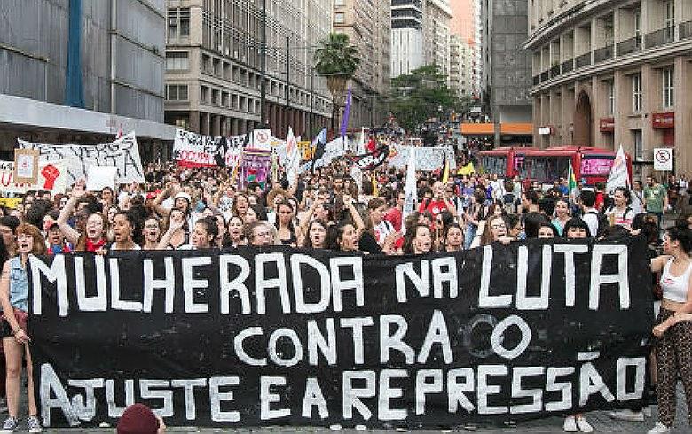 Imagem de Em Seminário, mulheres discutem defesa dos direitos e preparam greve geral