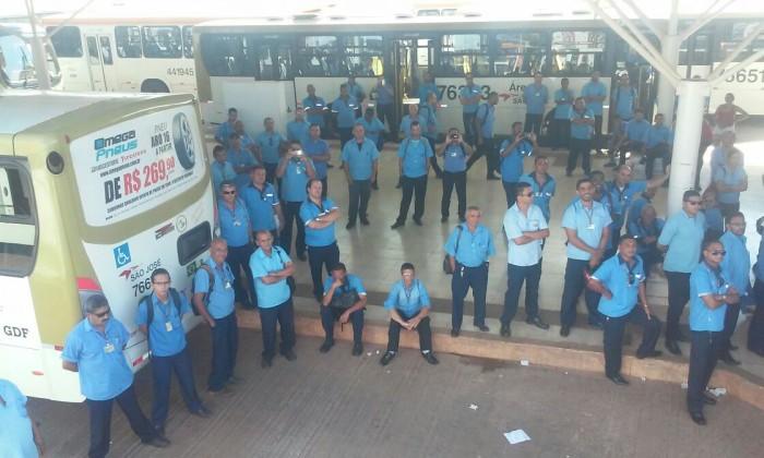 Imagem de Brasília: Sem propostas dos patrões, rodoviários cruzam os braços por três horas