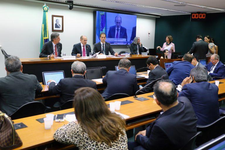 Imagem de Comissão de Orçamento aprova projetos que liberam R$ 2 bilhões de crédito para ministérios e estatais