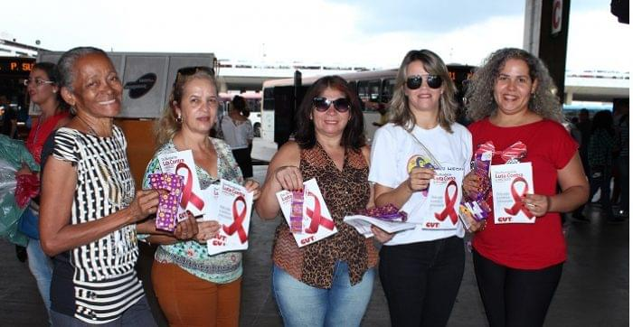 Imagem de Brasília: Panfletagem alerta para necessidade do combate a AIDS e ao preconceito