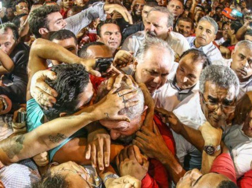 Imagem de Datafolha: Lula lidera pesquisa e vence em todos os cenários