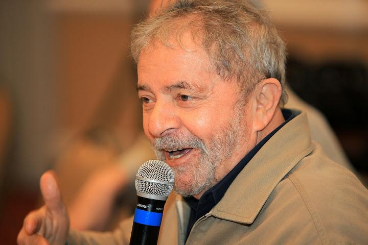 """Imagem de """"Não se pode confiar em quem defende a """"não-política"""""""", alerta Lula"""