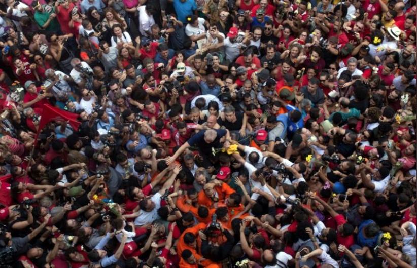 "Imagem de Dilma: ""Inocente, Lula virou preso político"""
