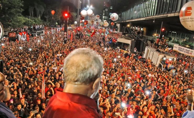 Imagem de Contra perseguição, sindicalistas estrangeiros prestam solidariedade a Lula