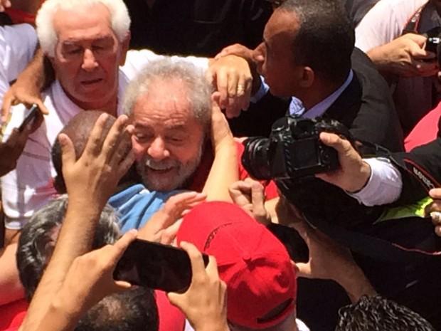 Imagem de ABC: Militantes fazem ato de apoio e ovacionam Lula