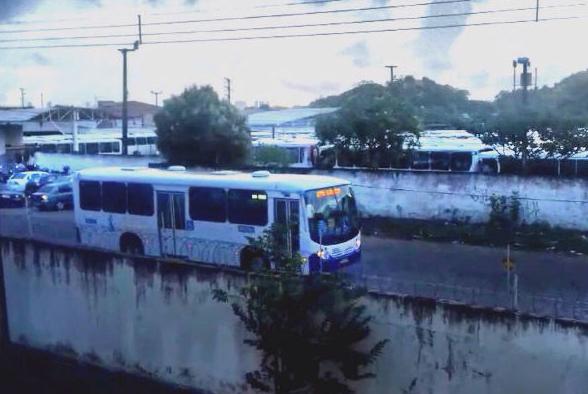 Imagem de Natal:  Com promessa de segurança, rodoviários voltar a rodar gradativamente