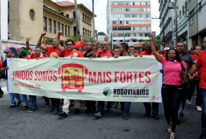 Imagem de Salvador: Rodoviários realizam passeata contra demissões de cobradores e retirada de direitos na Campanha Salarial