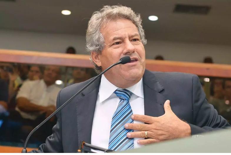 Imagem de Caminhoneiros autônomos exigem que Senador Luiz Carlos retire proposta que acaba com Lei das Diárias