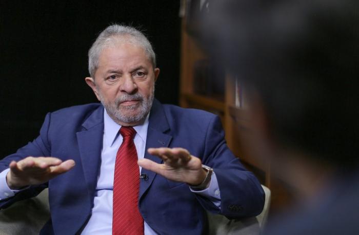 Imagem de Lewandowski determina execução da decisão que autoriza Lula a dar entrevistas