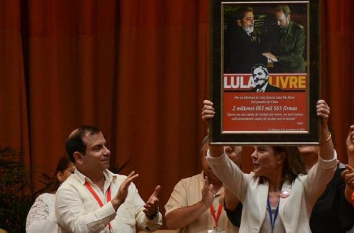 Imagem de Havana: Encontro em Cuba entrega 2 milhões de assinaturas por Lula Livre