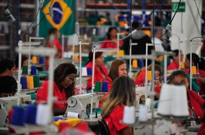 Imagem de Bolsonaro quer mulheres trabalhando ainda mais para se aposentar ganhando menos