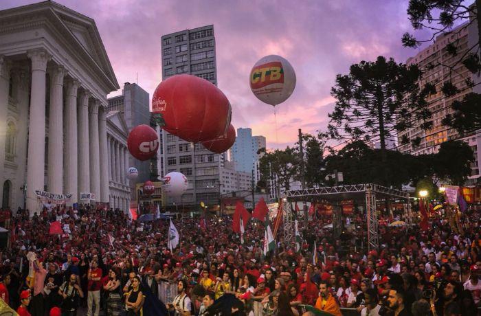Imagem de #LulaLivre 1º de Maio histórico de Curitiba é marcado por mensagem de esperança de Lula