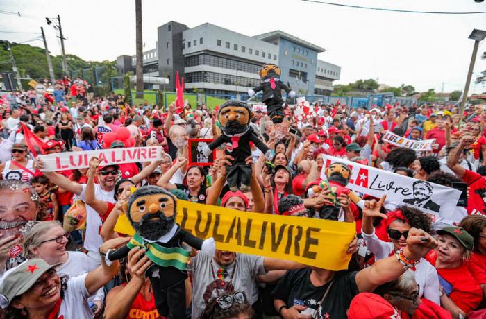 Imagem de #LulaLivre No aniversário de Lula, país manifesta anseio por democracia