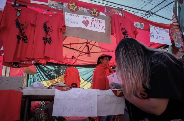 Imagem de Cartas de solidariedade e esperança são escritas ao ex-presidente Lula